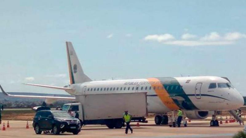 Avião de Jair Bolsonaro chega a Vitória da Conquista